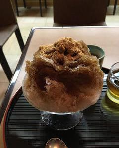 榮太樓喫茶室にて濃厚な黒蜜かき氷♪