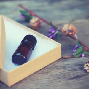 マッサージは身体に、アロマの香りは気持ちに作用します。