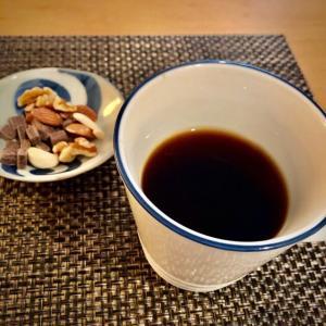 コーヒーを飲みながらハーバード教授の本でコーヒーの効果を読んでいます。