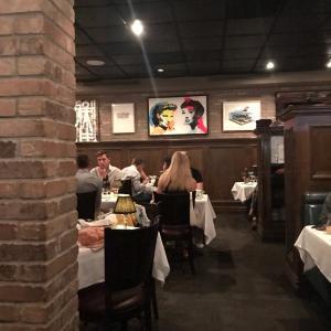 セレブにも人気の「Craig's」でディナー。