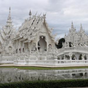 【チェンライ】タイ最北の街!さっそく白いお寺へ〜