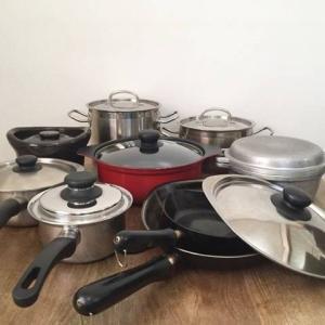 引っ越しだから、鍋とフライパン捨てちゃうよ。