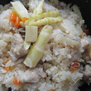 北国のタケノコご飯は根曲がり竹で♪鶏肉と餅米を加えて、おこわ風