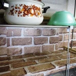 セリアのリメイクシートでプチリノベ♪キッチン壁に貼って1年半、手軽で長持ち!
