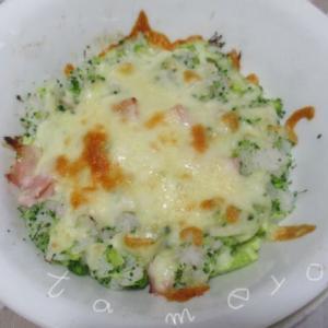 【自炊飯】ブロッコリーの混ぜご飯は簡単で、チーズを載せてもおいしい♪