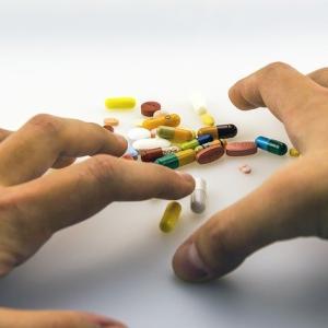 ショックな鎮痛剤オピオイドの依存症、米国のゾンビタウン