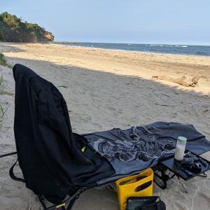 夏の砂浜でバナナJuice