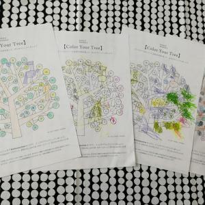 バーズワーズBIRDS' WORDSのフリー塗り絵(Color Your Wreath)(Color Your Tree)と子どもの作品スペースと。