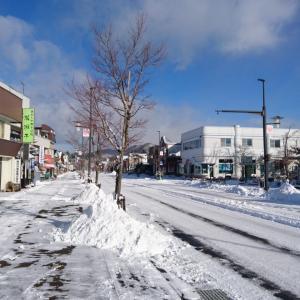 【軽井沢便り】軽井沢町内も雪景色に♪ 通りのお店の皆様・・・雪かきお疲れ様です。