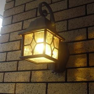 照明~ポーチのセンサーライト