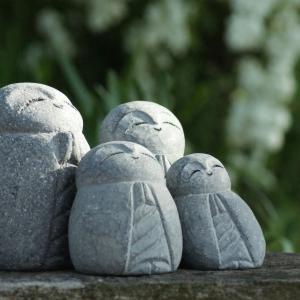 七夕ですね。雨雲が早く去ってくれますように。石の花器。鍛金のどうぶつ。本物の蛇。