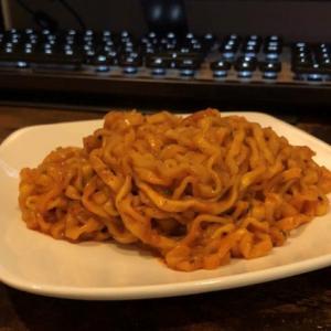 【画像】こんな時間にこんなもの食ってる俺を叱ってくださいお願いしまず(´;ω;`)