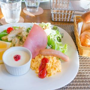 【優雅】ビジホワイちゃんの優雅な朝食☕🍞🌄