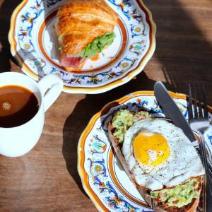【画像】ワイニート(42)朝飯をペロリwwwwwww