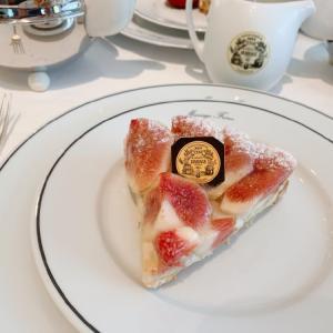 天ぷらとフランス式のお紅茶を