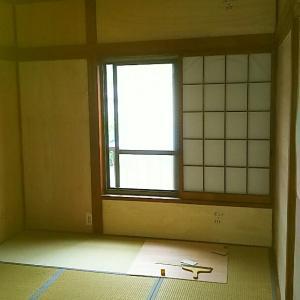 床の重ね貼り、吊戸棚の調整、除草、エアコン清掃。