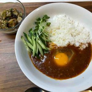 台湾肉味噌風なやつに半熟卵ご飯