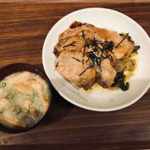 いつかの生姜焼き丼、味噌汁