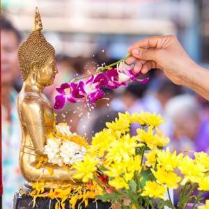タイ正月 สวัสดีปีใหม่ไทย 2563 タイ正月(仏歴2563)西暦2020年