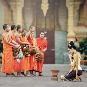タイ日翻訳 จะเห็นความสุข 幸せが見えて来るのです。