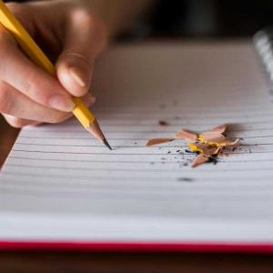 タイ語翻訳 กระดาษ ดินสอ 紙 鉛筆