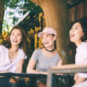 タイ日翻訳 การยิ้ม 微笑み