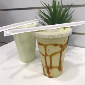 シンガポールのカフェとフルーツスタンドとアボカドジュース