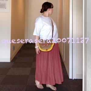 ☆ 《UNIQLO》 ティッカの白Tにブラウンのギャザースカート ☆