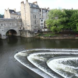バース(Bath)*イギリス旅行の思い出*川の堰まで美しい