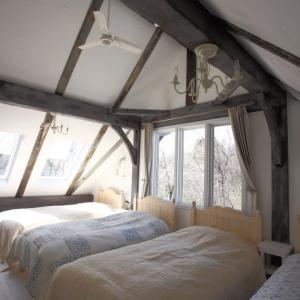 館内のご案内 大きな三角天井のシングル・フォー (4人部屋)