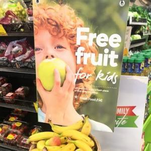 ケアンズのスーパーで朝食にパンを買う!無料のフルーツ(果物)も!
