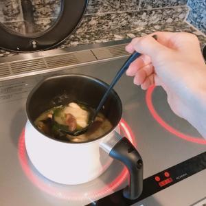 【健康・雑貨】朝一杯のお味噌汁と白いマルチポット