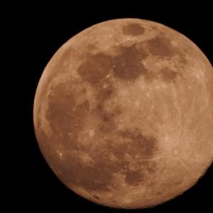 4月の満月はスーパーピンクムーン