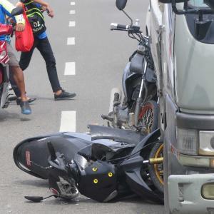 セブ、マクタン島 車やバイクの事故が多いですねー