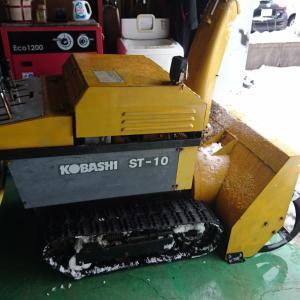 旧型操作の除雪機