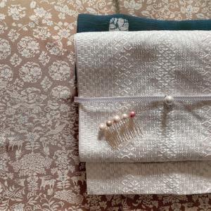 洗える正絹のイエローベースの方にマッチする塩瀬の半襟、販売してます。