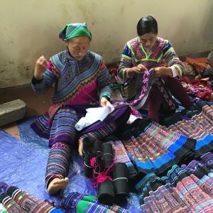 定年でもベトナム。ハノイで始める、お仕事日記 150 - お土産物市場②(2019年10月20日/50日め)