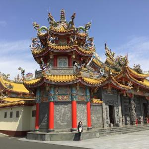 コロナでも埼玉。春を愛でながら、彩の国を歩く 2 - 五千頭の龍が昇る寺院、聖天宮(前門)(2021年3月19日)