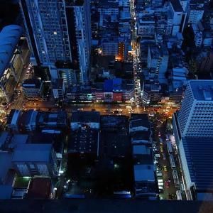 地上300mの屋外から見る眺めはバンコクへ来たなら是非!そして49階から見下ろして呑む酒も最高だ