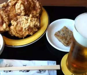 【札幌赤レンガテラス】ザンギの名店「布袋」ビールセットとすすきのラーメン名店「けやき」札幌ホルめん~スマイルクーポンでタダ食い(北海道)