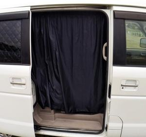 スライドドア開放時に車内丸見え防止のカーテン取り付け