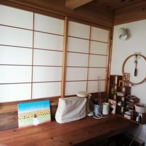 【50代のうちにやりたいこと】飾るのは二の次!ただのホコリだめになっている棚を片づける。
