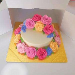 ☆完成しました 手作り石けんでお花絞りのフラワーソープケーキ☆