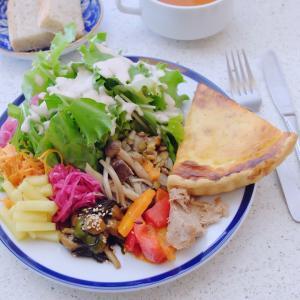 お惣菜10種類が乗った野菜たっぷりランチ CAFE&BAR14(谷町六丁目)