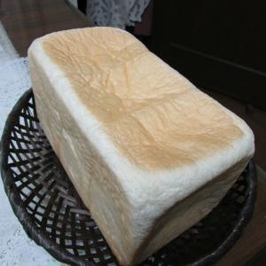 「本日スタート、パンフェスタ~神戸阪急本館9階~パンドミ食パン~ふわもち、酸味と小麦粉風味」
