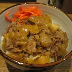 「先々週オープン、新長田大正筋商店街東沿い、南東にあるビル1Fの肉屋の定食・弁当屋」