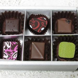 「本日販売をスタート、日本を代表する人気ショコラティエ&パティシエの自信作チョコを1箱に~大丸」