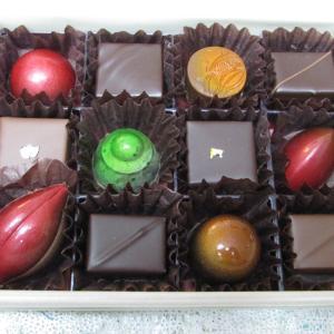 「先週販売スタート、北野工房のまち北向かいのグルメガイド掲載ショコラトリー新作ボンボンショコラ」