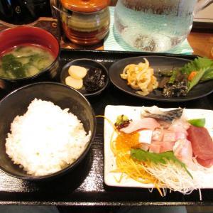 「本日オープン、湊川パークタウン1Fの湊川の市場の食材を使用の食堂酒場~お刺身定食~鮮度有」