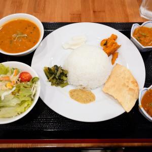 「先々週オープン、春日野道商店街西沿いネパール料理店~ネパール定食~チキン・マトン・野菜カレー」